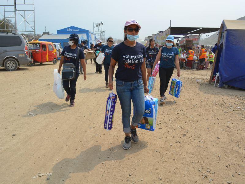 Voluntarios Telefónica ayudan a familias damnificadas