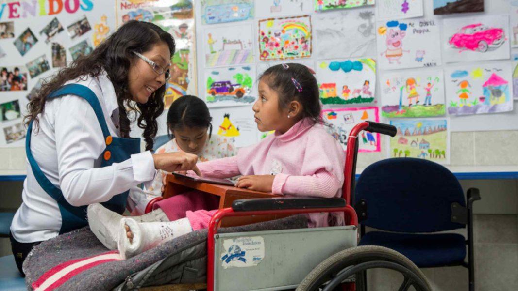 Estudiantes de educación especial acceden a recursos digitales gratuitos para mejorar su aprendizaje