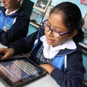 """Fundación Telefónica premia a escolares ganadores del primer concurso de cuentos del """"Oráculo Matemágico"""""""